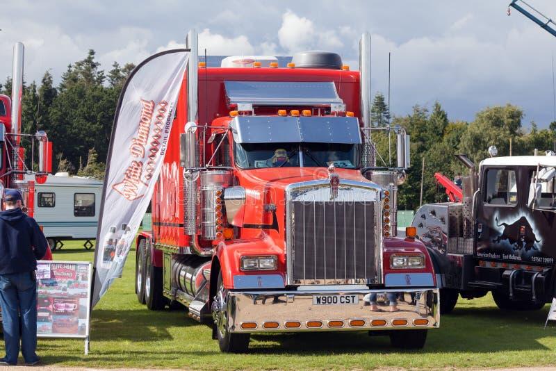 Caminhão vermelho perfeito de Kenworth no 2017 o mais truckfest fotografia de stock