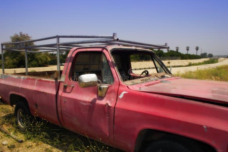 Caminhão vermelho velho foto de stock royalty free