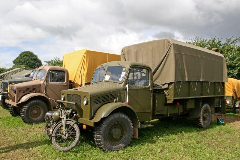 Caminhões das forças armadas do vintage foto de stock