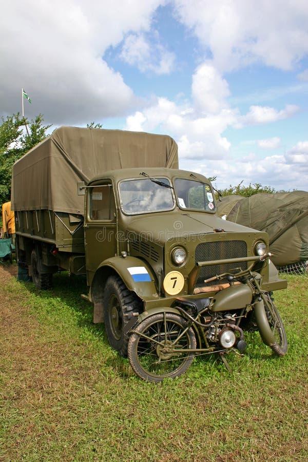 Caminhões das forças armadas do vintage fotografia de stock
