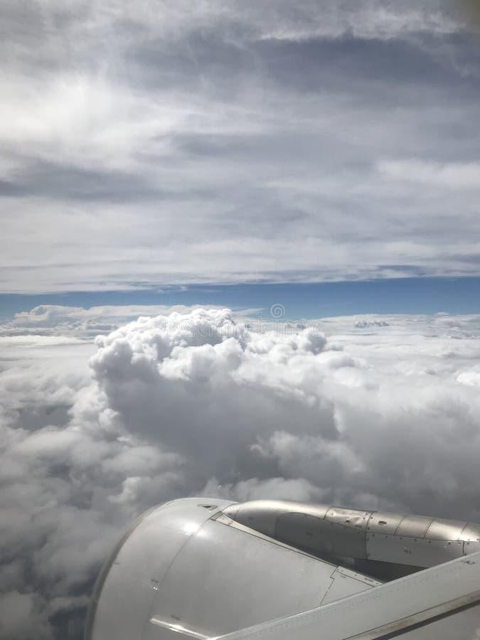 Caminhada com vistas bonitas das nuvens foto de stock royalty free