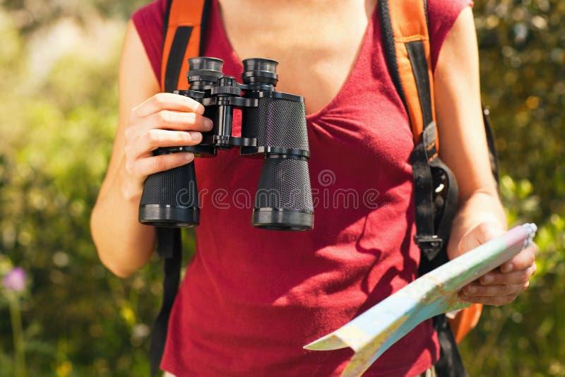 Caminhada da mulher imagens de stock royalty free