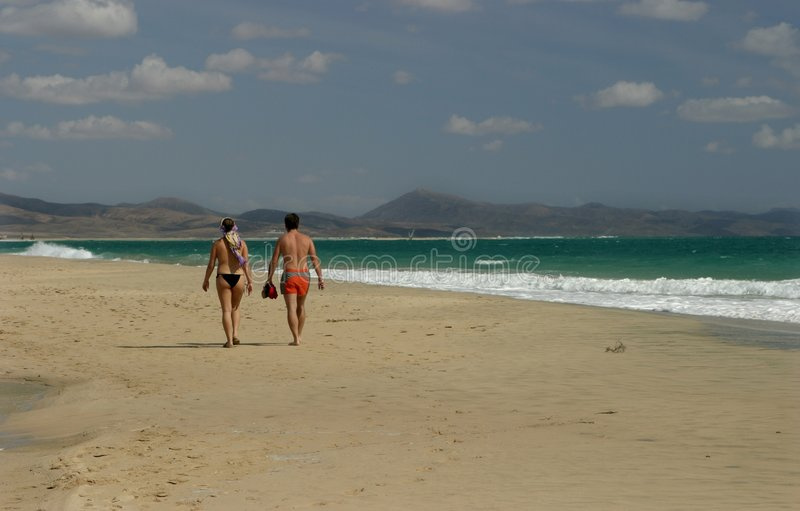 Caminhada da praia imagens de stock royalty free