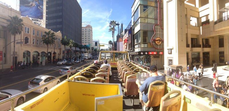 Caminhada do ônibus de excursão de Hollywood da fama fotos de stock