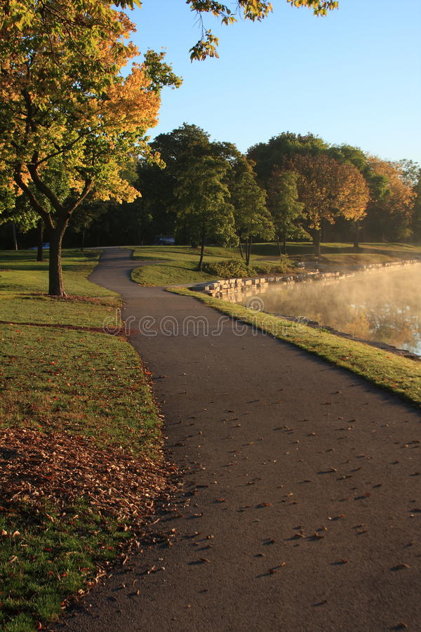 Caminhada do amanhecer imagem de stock