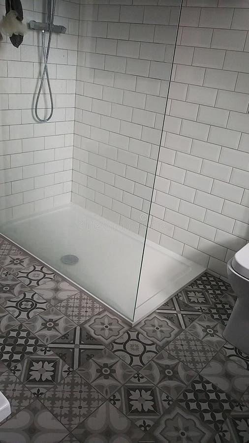 Caminhada do compartimento do chuveiro no chuveiro fotografia de stock