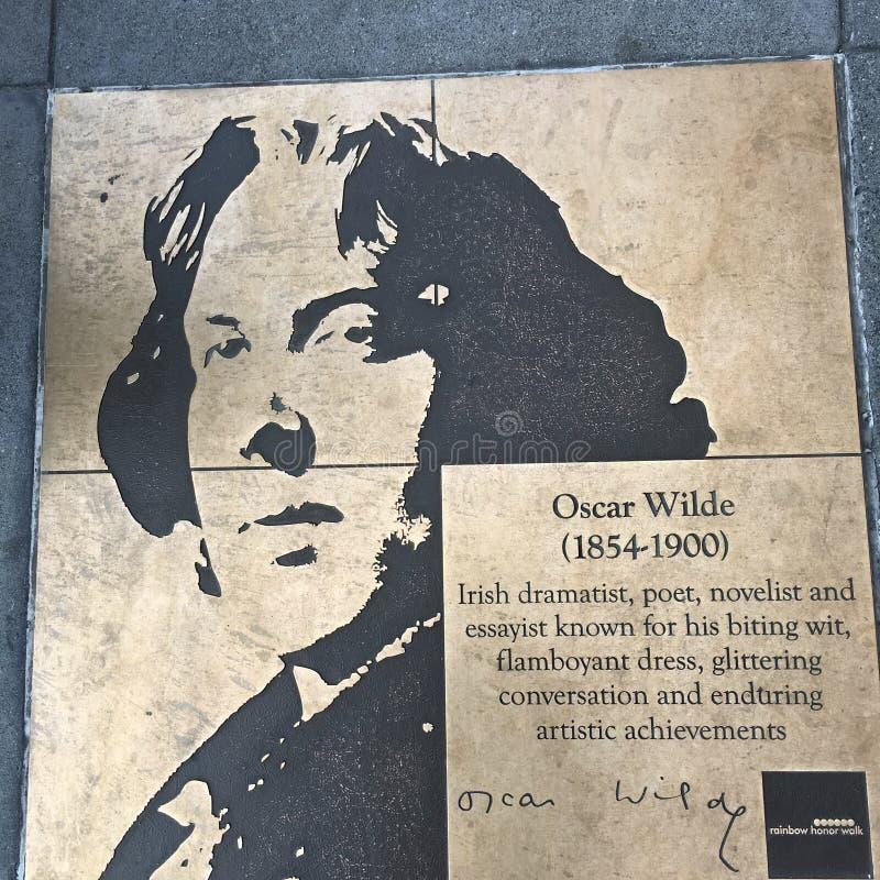 Caminhada do homossexual, a caminhada da honra do arco-íris, Oscar Wilde imagens de stock