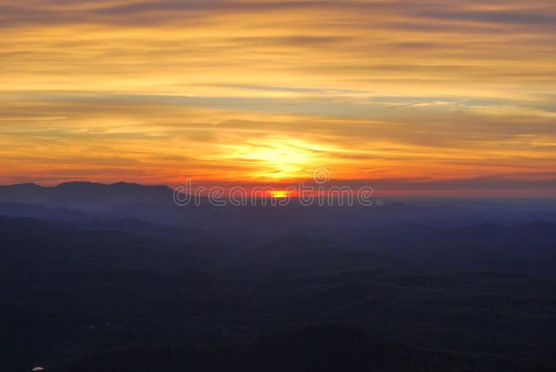Caminhada do nascer do sol foto de stock royalty free