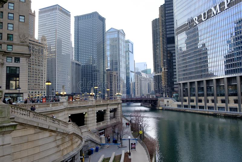 Caminhada do rio em Chicago do centro, Illinois, Estados Unidos fotografia de stock royalty free