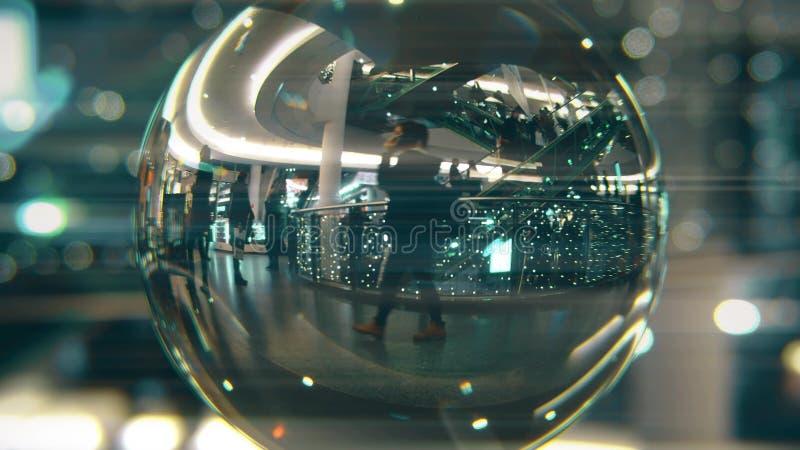 A caminhada dos clientes no Natal decorou o shopping Vista através da bola de vidro foto de stock royalty free