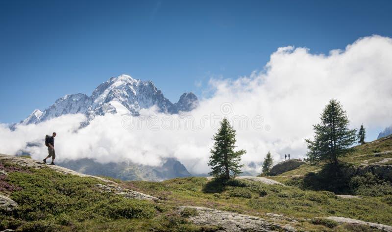 Caminhada em cumes suíços fotos de stock royalty free