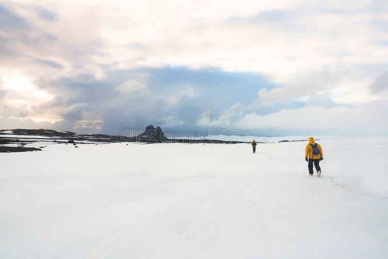 Caminhada em uma geleira fotos de stock royalty free