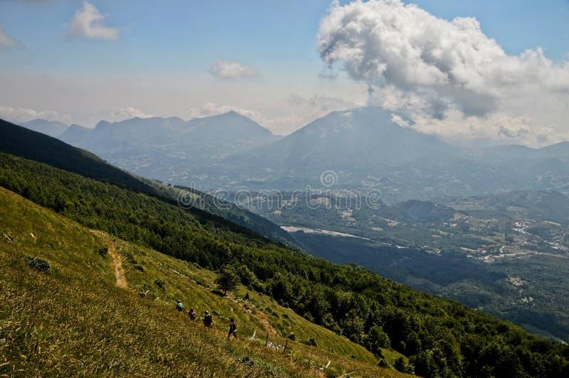 Caminhada nas montanhas de Itália do sul imagens de stock royalty free