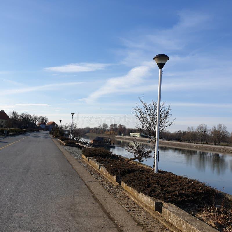 Caminhada pelo rio foto de stock