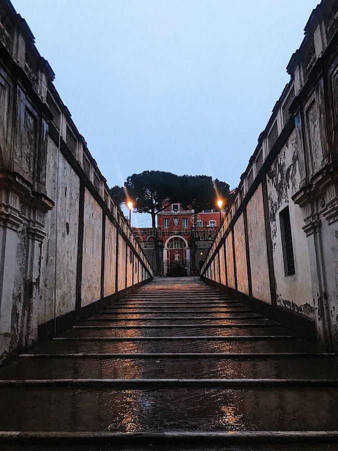 Caminhada perto do Colosseum fotografia de stock royalty free