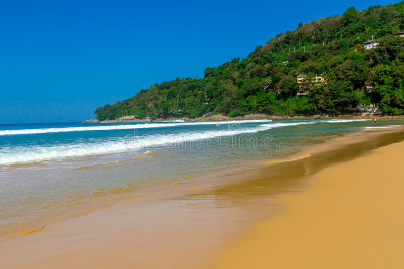 Caminhada sentimental ao longo da praia foto de stock royalty free