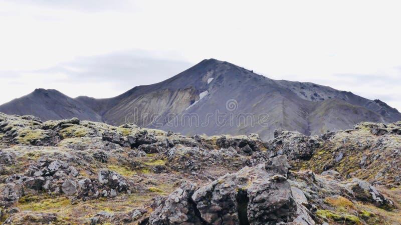Caminhada Skalli - Landmannalaugar, passeio na montanha curto próximo por Hot Springs foto de stock