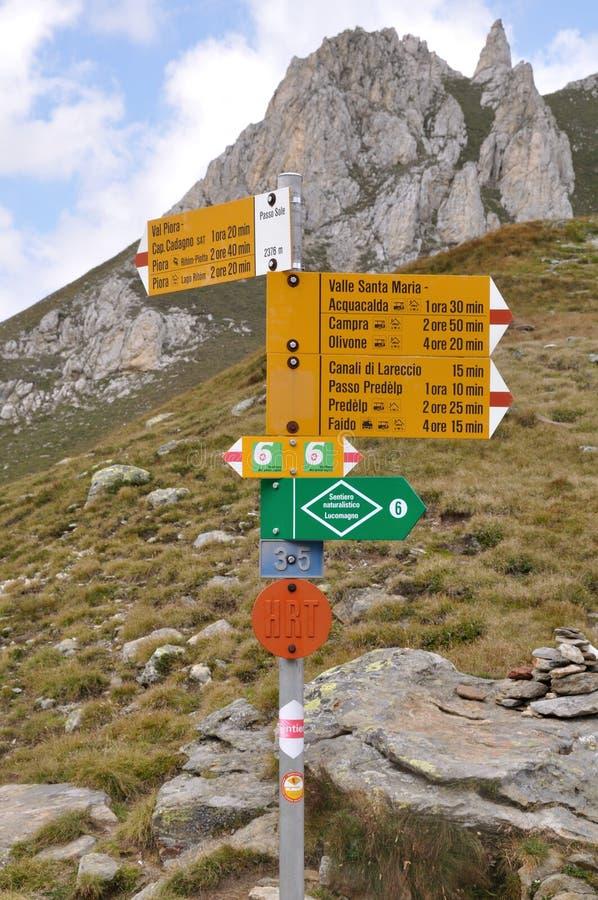 Caminhando Alpes Do Sinal Imagens de Stock
