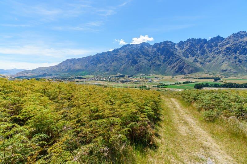 Caminhando jaques aponte a trilha, ideia dos remarkables, queenstown, Nova Zelândia 2 fotografia de stock