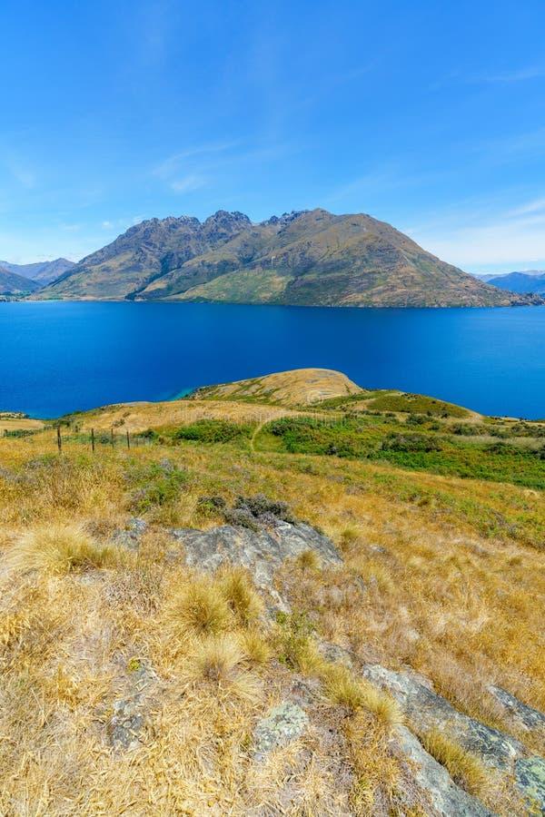 Caminhando jaques aponte a trilha, vista do wakatipu do lago, queenstown, Nova Zelândia 2 fotografia de stock
