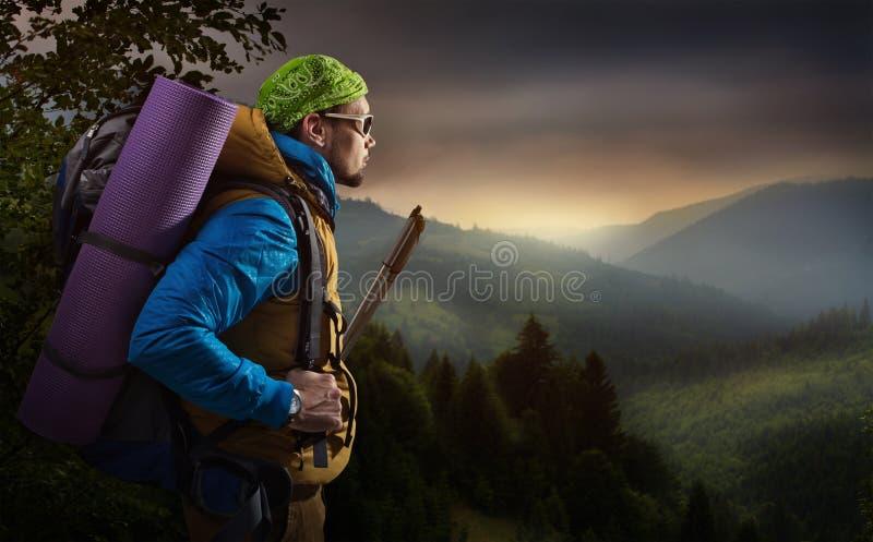 Caminhando a montanha fotografia de stock royalty free