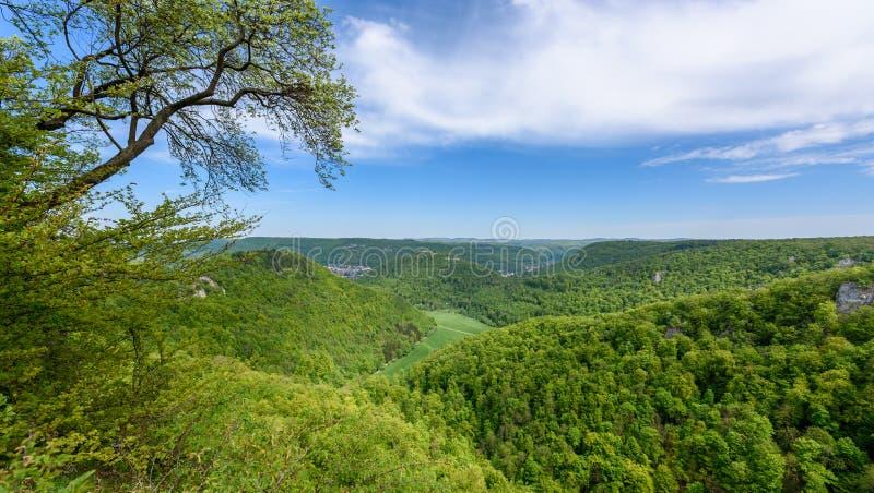 Caminhando na paisagem bonita de Urach mau, Alb Swabian, Baden-Wuerttemberg, Alemanha, Europa foto de stock royalty free