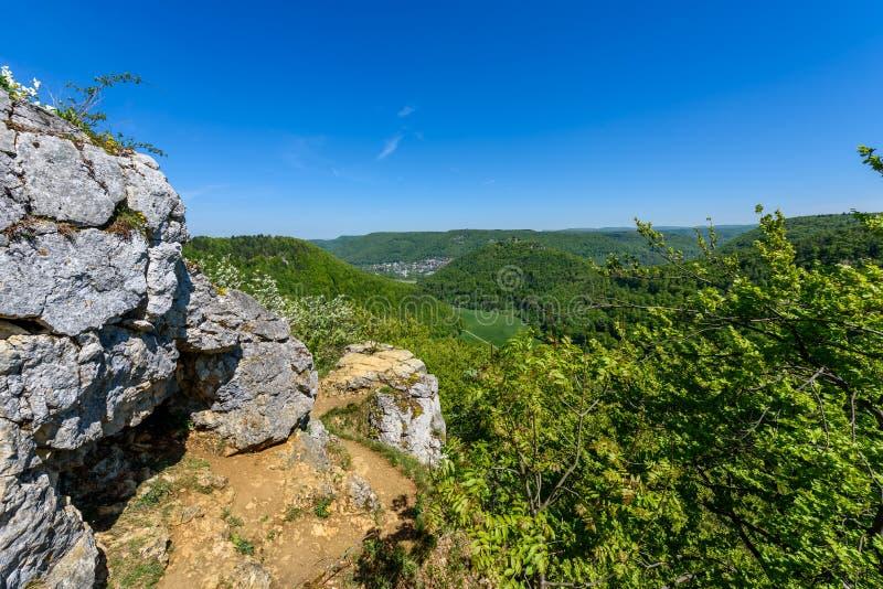 Caminhando na paisagem bonita de Urach mau, Alb Swabian, Baden-Wuerttemberg, Alemanha, Europa imagem de stock