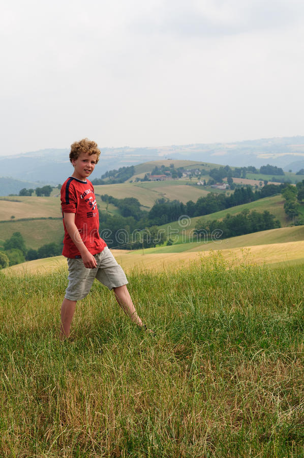 Caminhando o menino