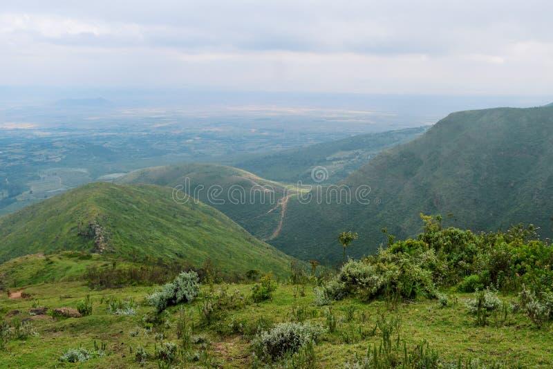 Caminhando os montes de Kijabe, Kenya foto de stock