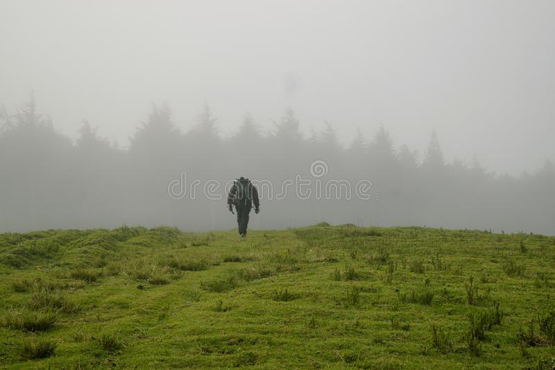 Caminhando os montes de Kijabe, Kenya imagens de stock