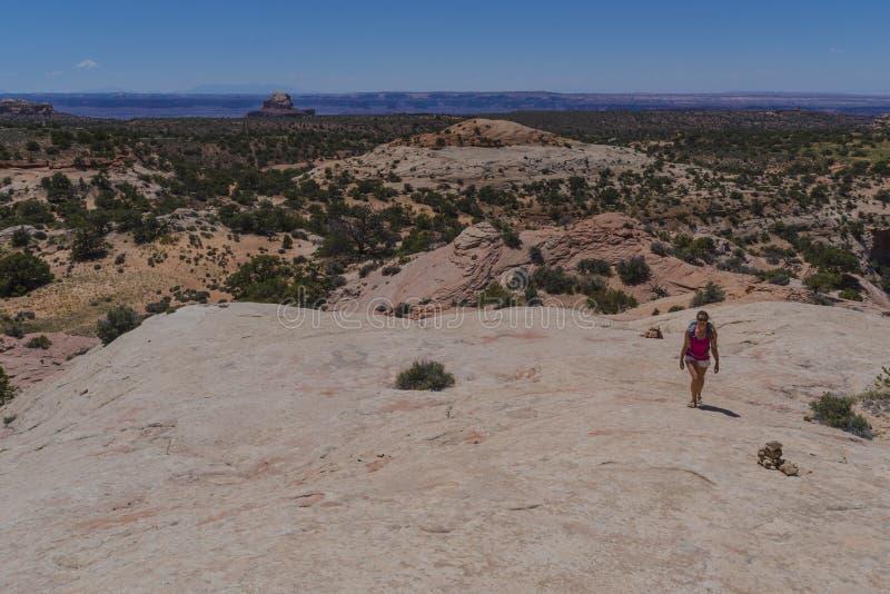 Caminhante em Canyonlands fotos de stock