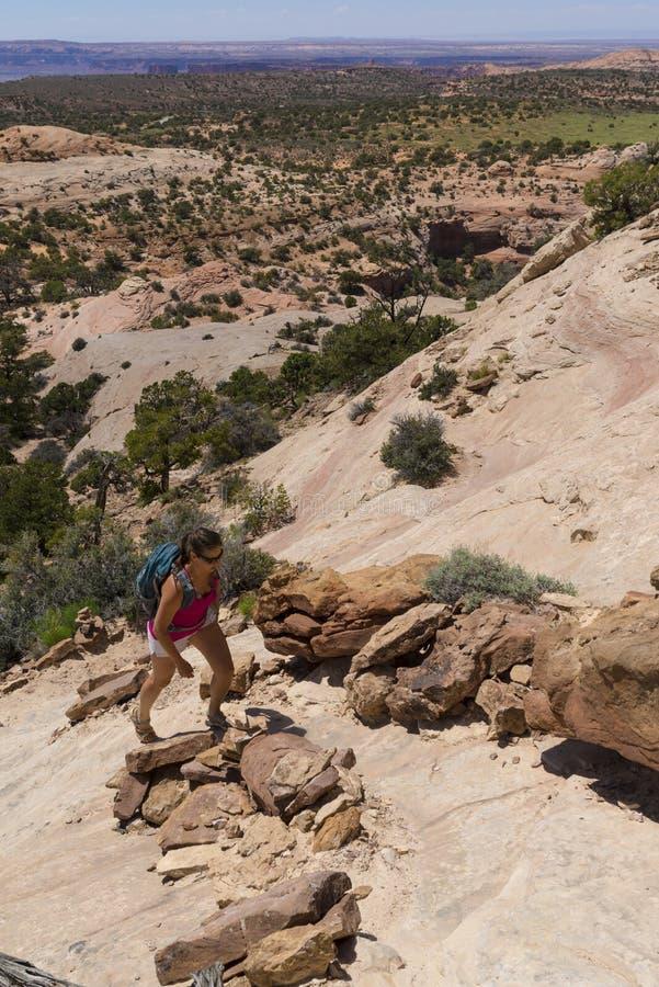 Caminhante em Canyonlands fotografia de stock royalty free