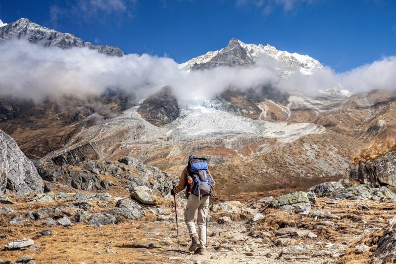 Caminhante Langtang Lirung de Nepal fotografia de stock