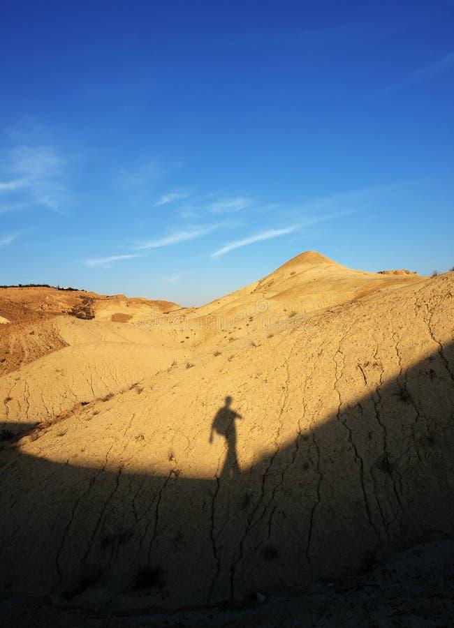 Caminhante no deserto fotografia de stock