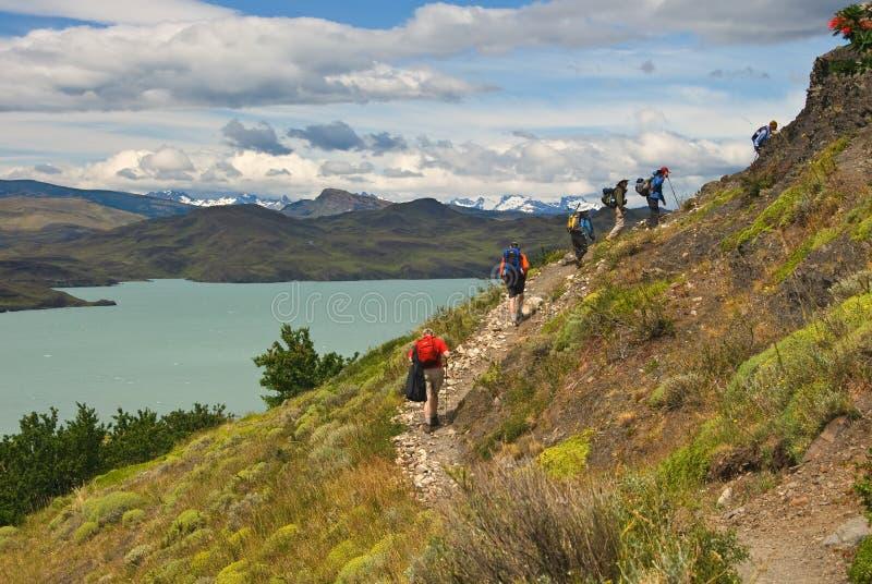 Caminhantes em Torres Del Paine fotografia de stock