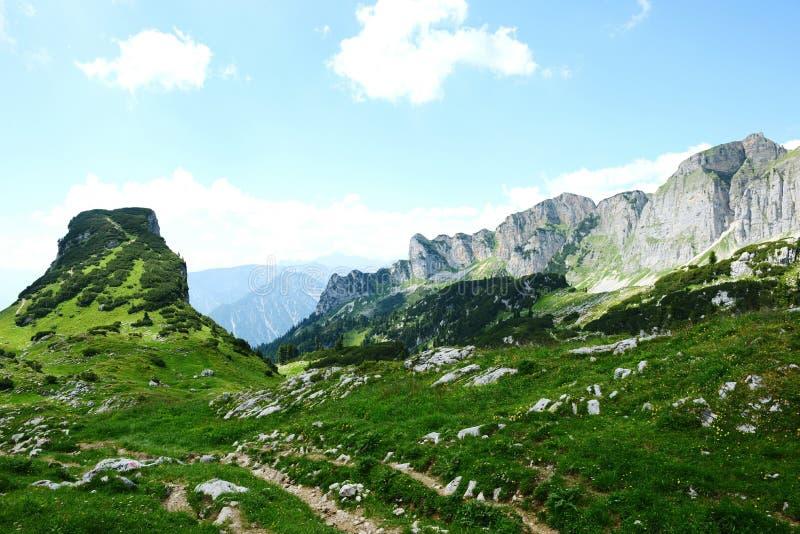 Caminhar no aeria da montanha de Rofan em Tirol (Áustria) fotos de stock royalty free