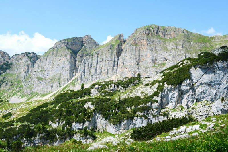 Caminhar no aeria da montanha de Rofan em Tirol (Áustria) imagens de stock royalty free