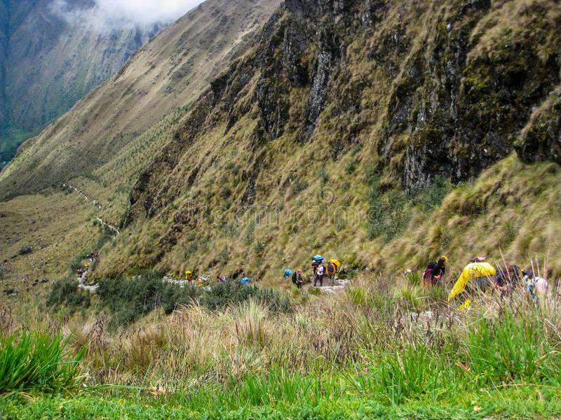 Caminhe no trajeto pavimentado Inca Trail antigo a Machu Picchu peru Nenhuns povos fotos de stock