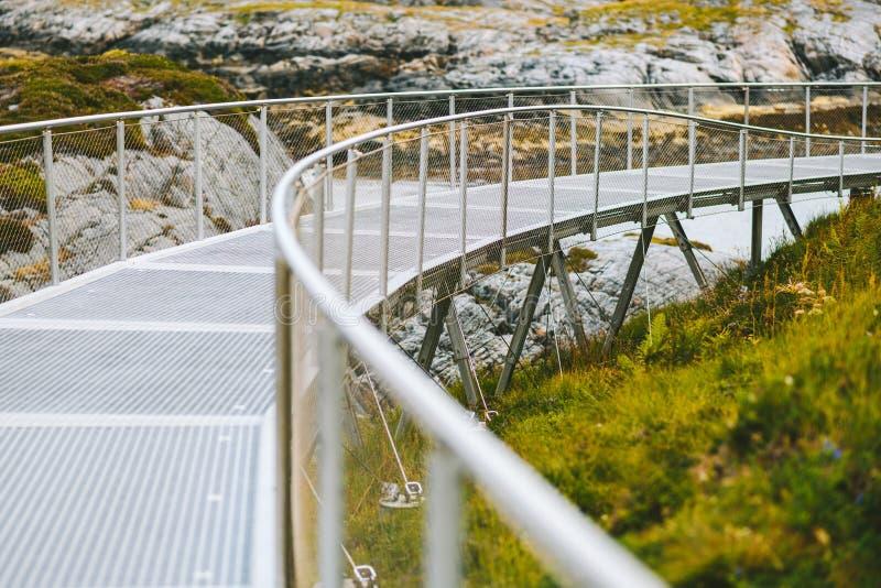 Caminho de caminhada perto da Atlantic Ocean Road, Noruega fotos de stock royalty free
