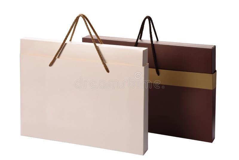 Caminho de recorte de sacos de compras de papel isolado em branco fotos de stock royalty free