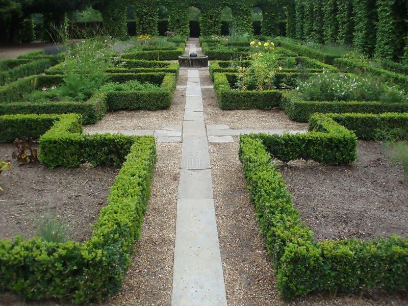 Caminho em um jardim do monastério foto de stock royalty free