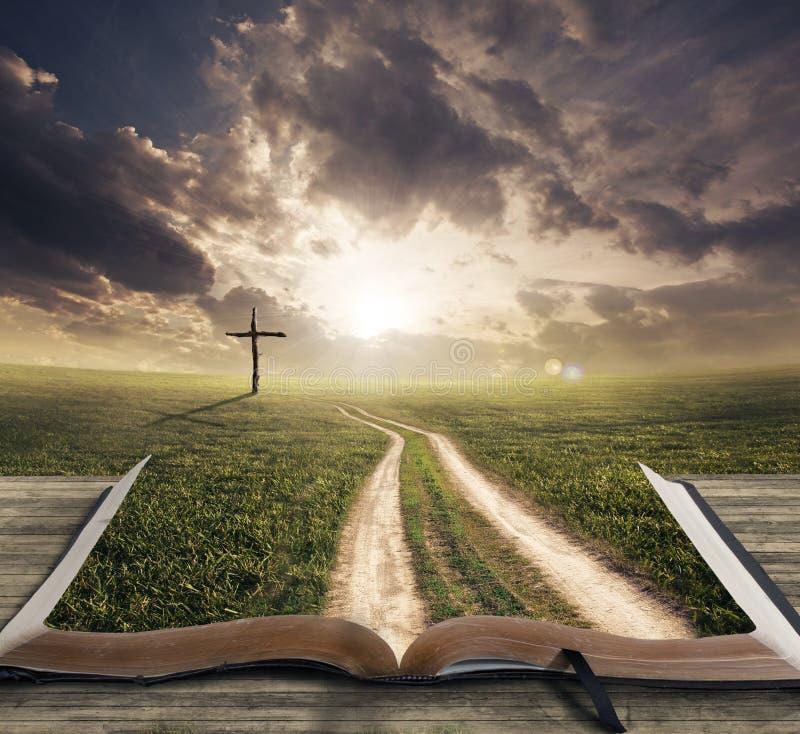 Caminho em uma Bíblia fotografia de stock