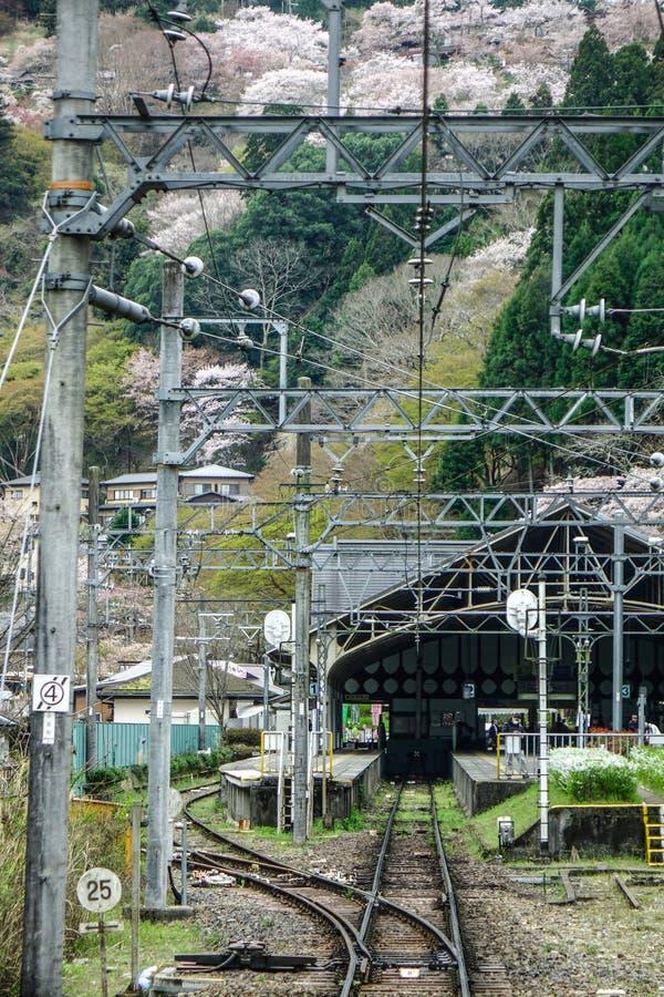 Caminhos de ferro no campo de Osaka, Japão imagem de stock