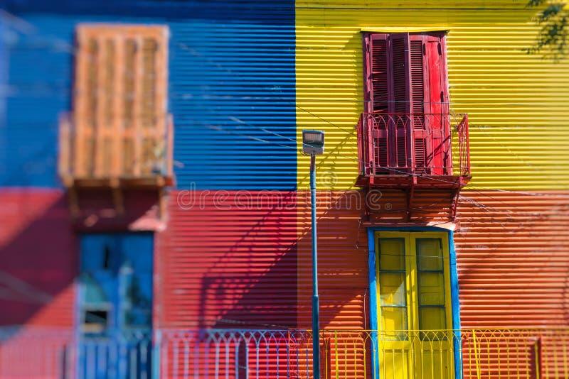 Caminito的明亮的颜色在Buenos亚耳拉博卡邻里  库存照片