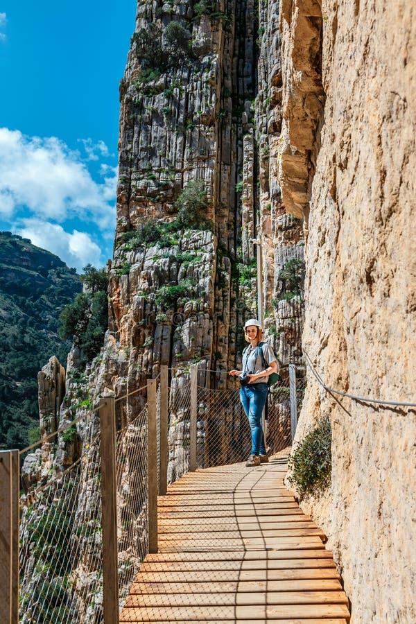Caminito Del Rey - berg houten weg langs steile hellingen in Andalusia stock foto's