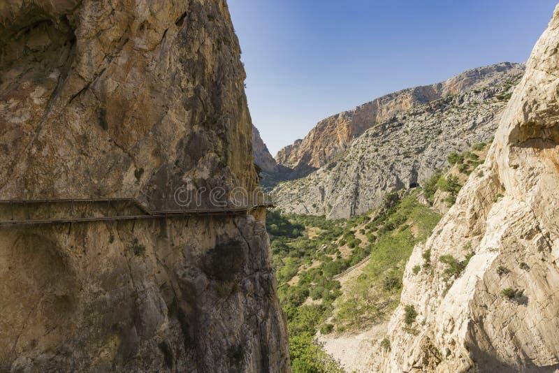 Caminito del Rey berg som fotvandrar slingan Malaga landskap spain royaltyfri fotografi