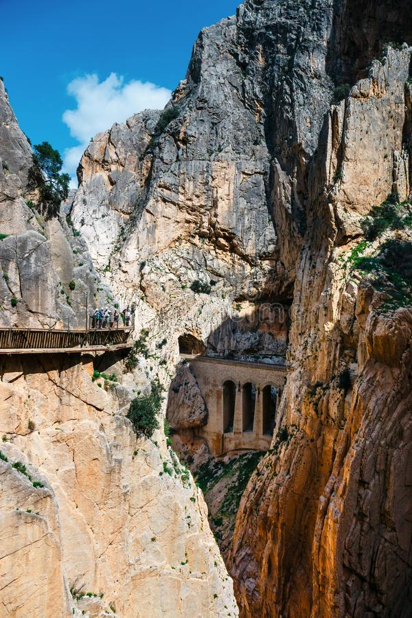 Caminito del Rey, Spanje, 04 April, 2018: Koninklijke die Sleep ook als Gr Caminito Del Rey wordt bekend - bergweg langs steile h royalty-vrije stock foto's