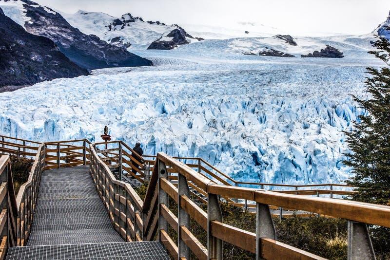 Camino al glaciar fotografía de archivo libre de regalías