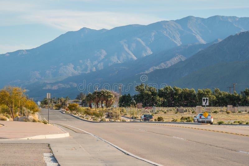 Camino al Palm Springs California - California, los E.E.U.U. - 18 de marzo de 2019 fotografía de archivo