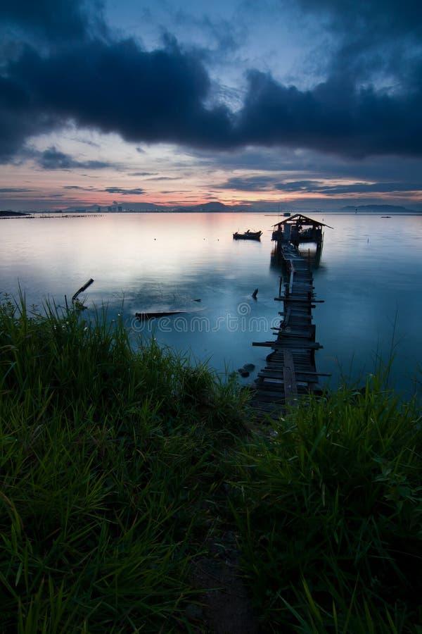 Camino al pueblo pesquero  fotografía de archivo libre de regalías
